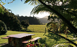 Havelock accommodation Marlborough - modern self-contained unit with expansive rural vistas close to the Marlborough Sounds